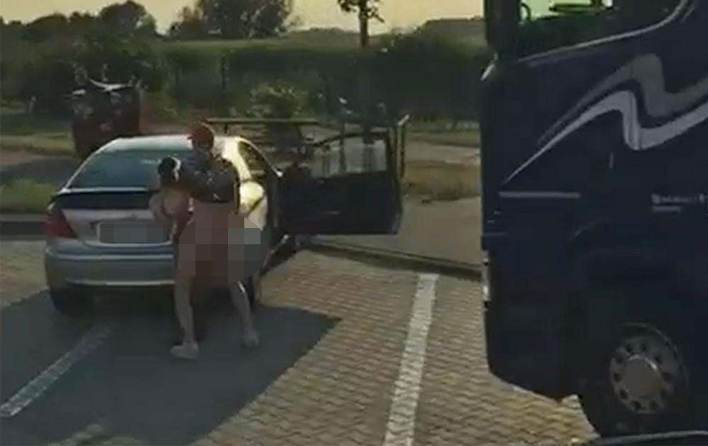 Mladi par uhvaćen kako se seksa