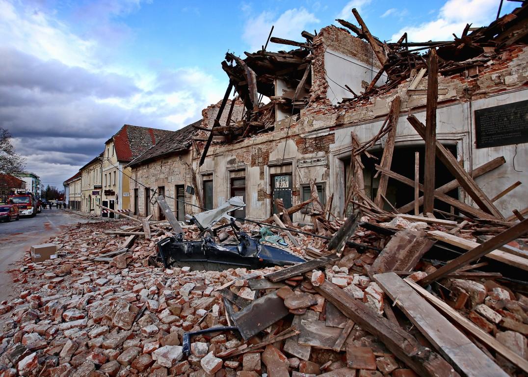 Nijemac se našao za vrijeme potresa u Petrinji: Cijelo vrijeme su oko nas  padale svjetiljke, ormari, suđe… | DALMACIJA DANAS - obala, otoci, Zagora.  Najnovije vijesti iz Dalmacije.
