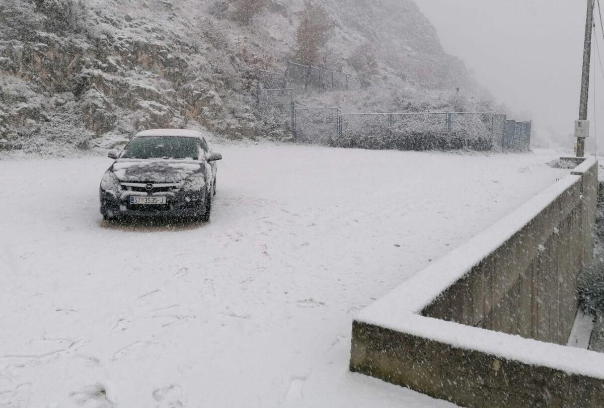 SNIJEG ZABIJELIO VELIK DIO DALMACIJE Gust snijeg u Zagori, snježni pokrivač i u okolici Splita!
