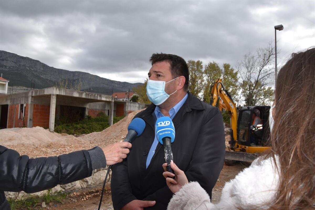 U tijeku radovi na rekonstrukciji ceste u Kaštel Sućurcu vrijedni 15 milijuna kuna