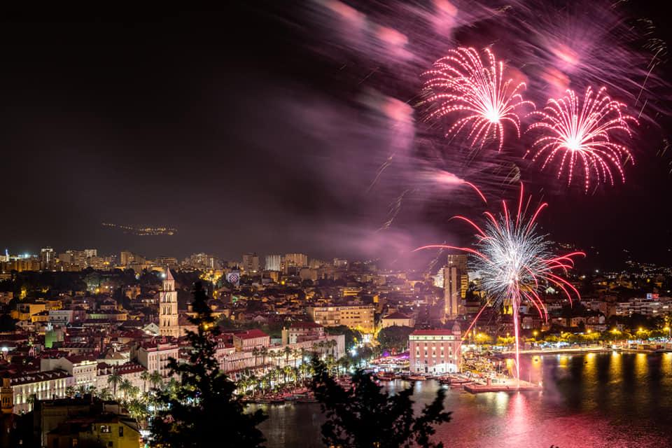 PRIZORI OD KOJIH ZASTAJE DAH Ovako je Split proslavio Dan pobjede. Pogledajte kako je izgledao spektakularni vatromet s Gata svetog Nikole
